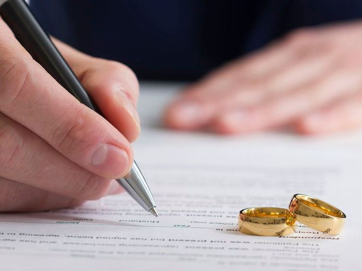 divorce lawyers signing paperwork